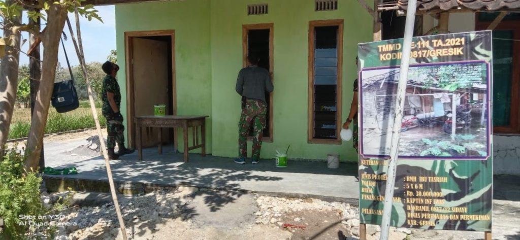 Serda Harisantoso  Selesaikan Cat Rumah Bu Tasriah